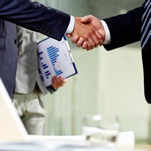 Задержать главного бухгалтера при увольнении до подписания акта приема перадачи